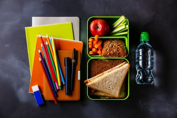 Powrót do szkoły z selerem naciowym – przepisy na przekąski i drugie śniadanie dla dziecka