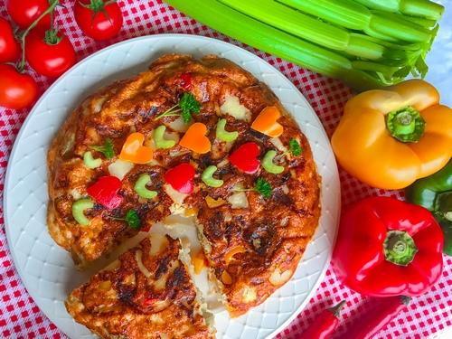Hiszpańska tortilla z selerem naciowym (Tortilla de patatas)