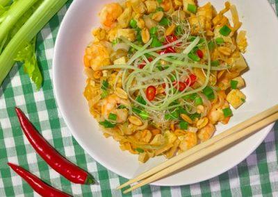 Pad Thai z krewetkami, tofu i selerem naciowym