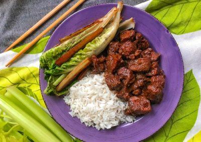 Wołowina po koreańsku z selerem naciowym i pak choi