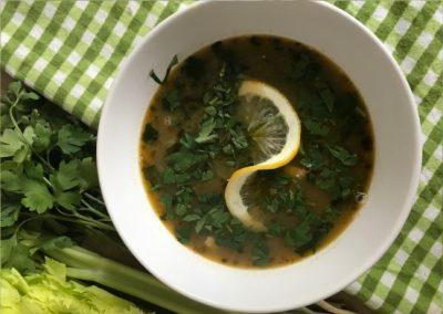 Fasolada – grecka zupa z fasoli i selera naciowego