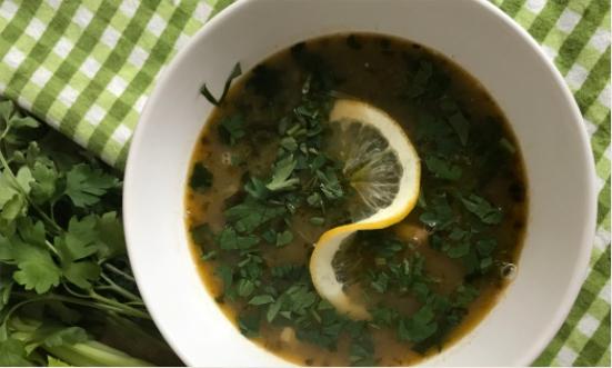 Fasolada- grecka zupa z selerem naciowym i fasolą