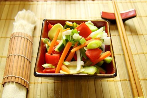 Kuchnia azjatycka – pyszne i zdrowe przepisy z selerem naciowym w roli głównej
