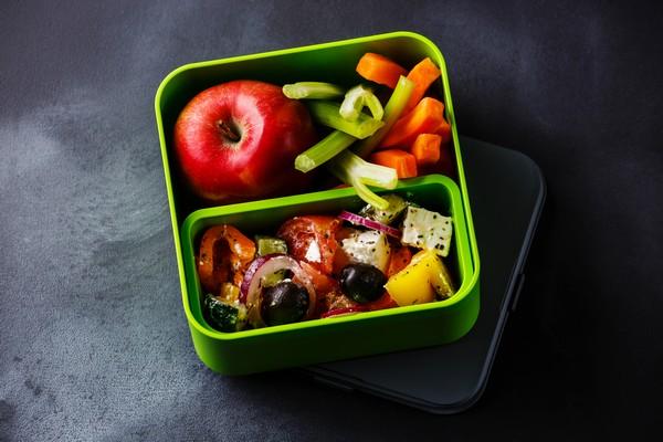 Zdrowy lunchbox z selerem naciowym, czyli pomysł na pyszne drugie śniadanie do pracy