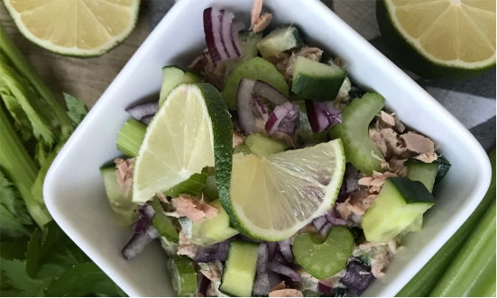 Sałatka z tuńczyka, selera naciowego i ogórka