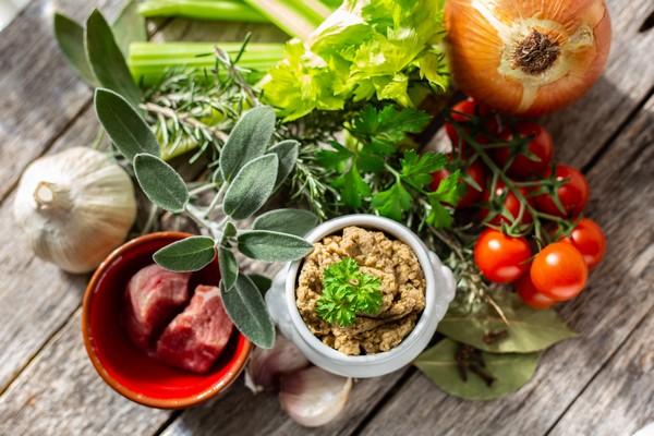 Kuchnia bałkańska – czyli pyszne, domowe jedzenie z selerem naciowym w roli głównej