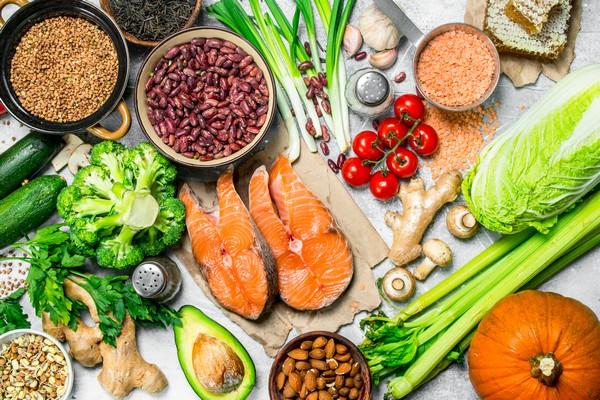 Zbilansowana dieta – czyli jaka? Zasady zdrowego odżywiania z selerem naciowym