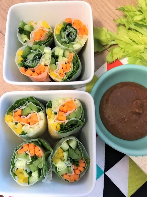 Spring rolls z selera naciowego + sos z masła orzechowego
