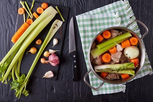 10 pomysłów na zupy z selerem naciowym. Zdrowe przepisy na każdą okazję