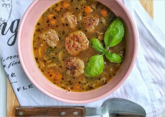 Włoska zupa z selerem naciowym i pulpecikami