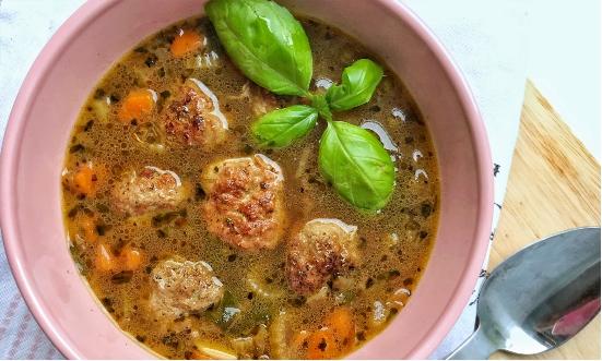Włoska zupa z pulpecikami i selerem naciowym